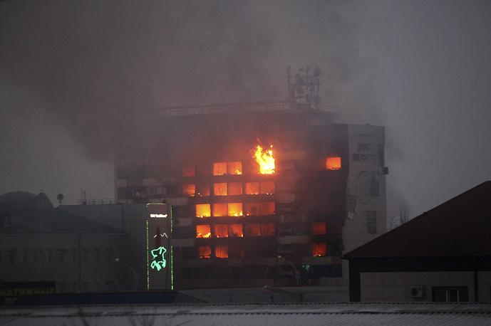 В ночь на 4 декабря боевики напали на пост ДПС в Грозном. В перестрелке погибли три сотрудника патрульной службы. Затем преступники проникли в Дом печати и в одну из школ в центре города, где были блокированы силовиками. НАК сообщил о ликвидации десяти боевиков. В ходе спецоперации в Грозном погибли 14, ранены 28 сотрудников полиции