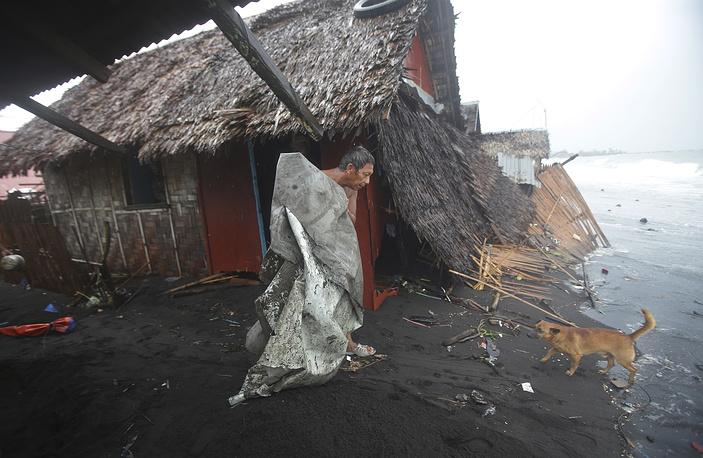 По данным Красного Креста, из-за тайфуна погиб 21 человек. Наибольшее число жертв было зафиксировано в провинции Восточный Самар, которая первой приняла на себя удар стихии