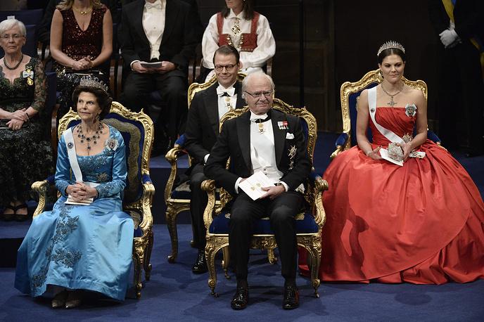 Королева Сильвия, король Карл XVI Густав и кронпринцесса Виктория