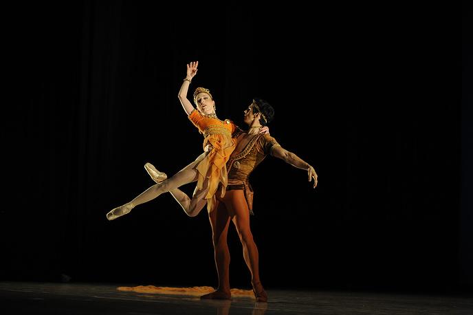"Прима ""Ковент Гарден"" Сара Лэмб и премьер ""Ковент Гарден"" Федерико Бонелли в па-де-де из балета ""Таис"" хореографа Фредерика Аштона гала-концерте с участием звезд лондонского театра ""Ковент-Гарден"" и Норвежского национального балета"