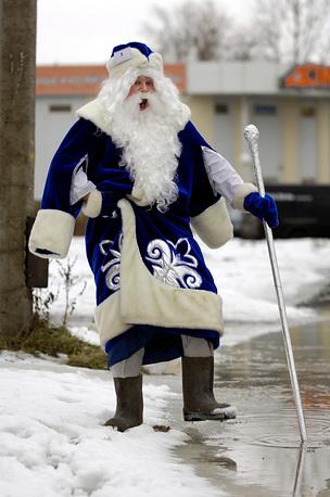В последнее время русские зимы стали более мягкими и слякотными, поэтому валенки заменили на влагостойкую обувь