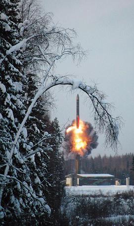 """Пуск баллистической ракеты """"Тополь-М"""" (РТ-2ПМ1/М2) на космодроме Плесецк, 2004 год"""