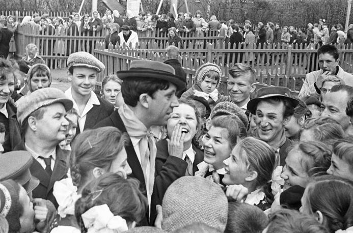 Юрий Никулин во время встречи со зрителями, 1962 год