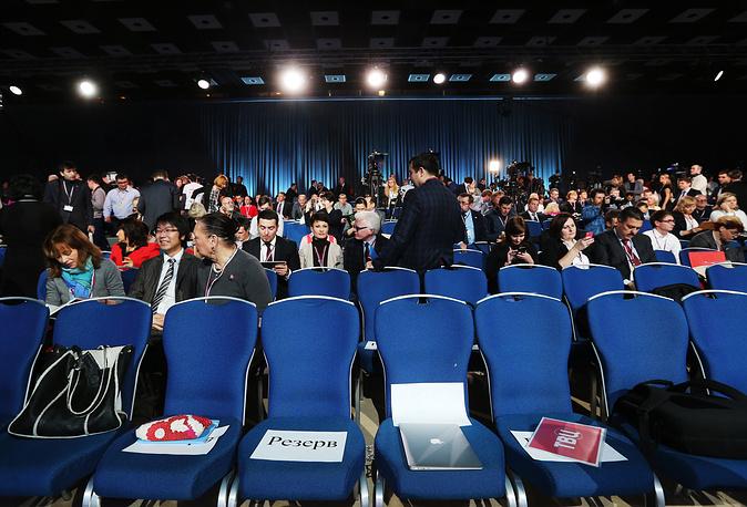 Журналисты перед началом большой ежегодной пресс-конференции президента России Владимира Путина в Центре международной торговли на Красной Пресне