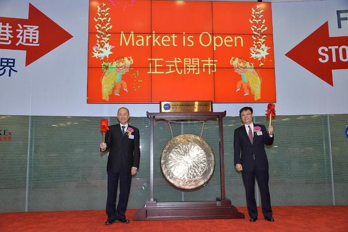 Слева направо: г-н Фань Чэн (Fan Cheng), вице-президент и исполнительный директор Air China; г-н Сяо Фэн (Xiao Feng), главный финансовый директор Air China