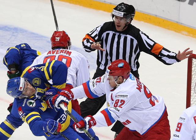 Стычка между российскими и шведскими хоккеистами