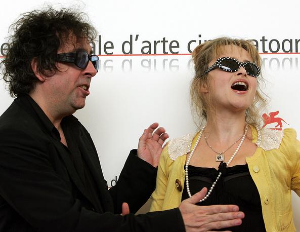 Тим Бертон и Хелена Бонэм Картер на 62-м Венецианском кинофестивале. 2005 год