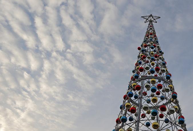 Елка у здания компании Green Trees в Москве