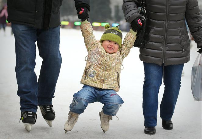Жители Москвы во время зимних каникул на ВВЦ