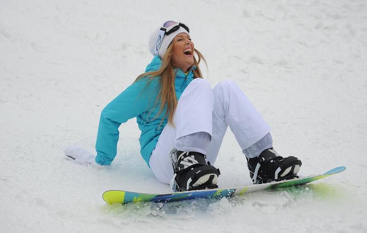 """Девушка во время катания на сноуборде на склоне """"Воробьевы горы"""""""