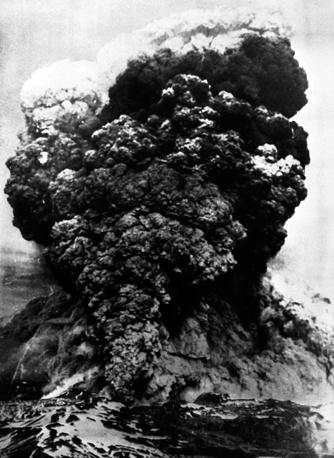 Еще одним последствием землетрясения стало извержение вулкана. Погибли 6 тыс. человек. Ущерб был оценен в $500 млн. Тысячи домов были смыты в море, затонули сотни судов. На фото: вулкан в Вальдивии