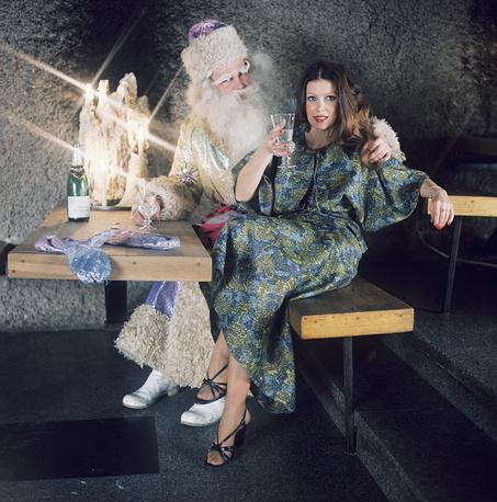 Вечернее платье, предлагаемое Ленинградским домом моделей к новогоднему балу, Ленинград, 1977 год