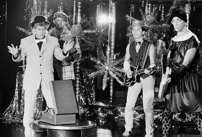 """Ансамбль """"Веселые ребята"""" принимает участие в подготовке телепередачи """"Новогодняя ночь"""" на Центральном телевидении, 1986 год"""