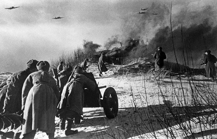 Артиллеристы во время боя