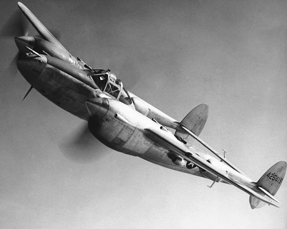 Англо-американские войска приблизились к немецким границам с запада. Американский истребитель P-38