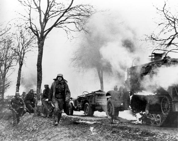 Используя фактор внезапности, силы вермахта прорвали линию фронта и продвинулись на глубину до 90 км на запад