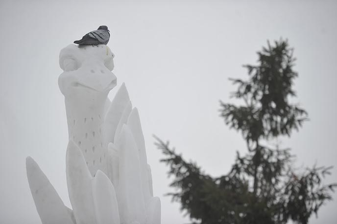 Скульпторам пришлось работать в довольно сложных условиях из-за часто меняющейся погоды