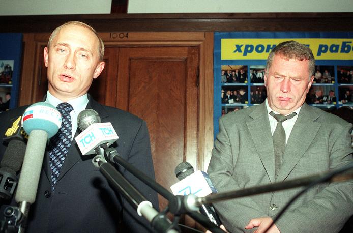 Исполняющий обязанности председателя правительства РФ Владимир Путин и лидер фракции ЛДПР Владимир Жириновский в Госдуме, 1999 год