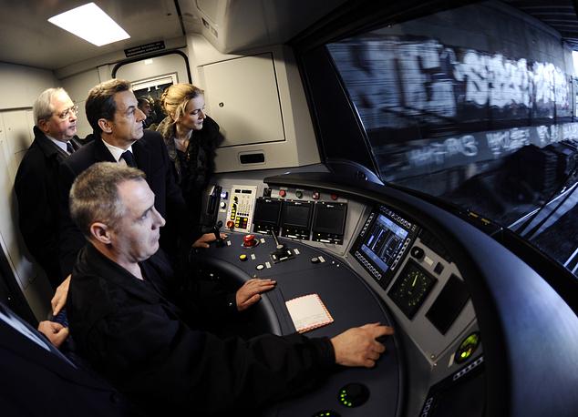 """Президент Франции Николя Саркози во время запуска нового поезда RER на станции """"Ла-Дефанс"""", Франция, 2011 год"""