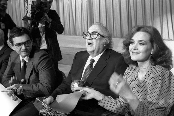 Режиссеры Карен Шахназаров, Федерико Феллини и актриса Ирина Алферова на XV Международном кинофестивале в Москве, 1987 год