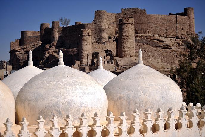 Вид на купола исламской школы аль-Амирия в Раде