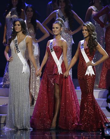 Мисс Колумбия Паулина Вега, мисс Украина Диана Гаркуша и мисс США Ниа Санчез