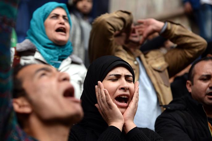 Праздничные мероприятия, запланированные на Каирском стадионе, были отменены, площадь Тахрир в Каире перекрыта