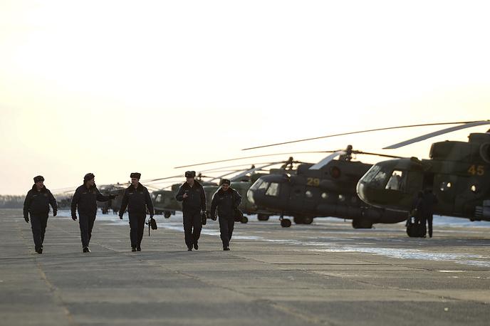 Пилоты вертолетов Ми-8