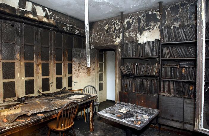 Эпицентр возгорания пришелся на помещение библиотеки, расположенной в задней части синагоги
