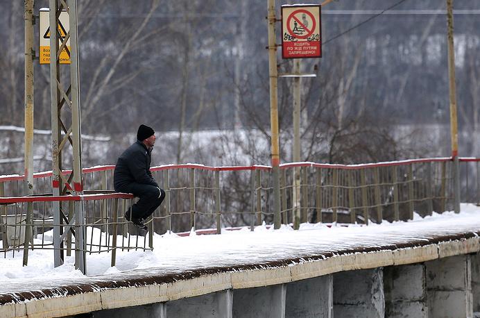 Сейчас во всех регионах, кроме Адыгеи, Москвы, Московской области, Астраханской области и Санкт-Петербурга, пригородные поезда убыточны. Решить эту проблему можно, либо увеличив в несколько раз тарифы, либо отменив часть поездов пригородного сообщения