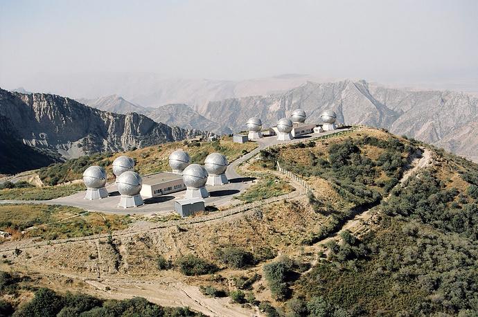 """Оптико-электронный комплекс контроля космического пространства """"Окно"""" войск воздушно-космической обороны РФ в Таджикистане. Комплекс позволяет обнаруживать любые космические объекты на высотах от 2000 км до 40000 км"""
