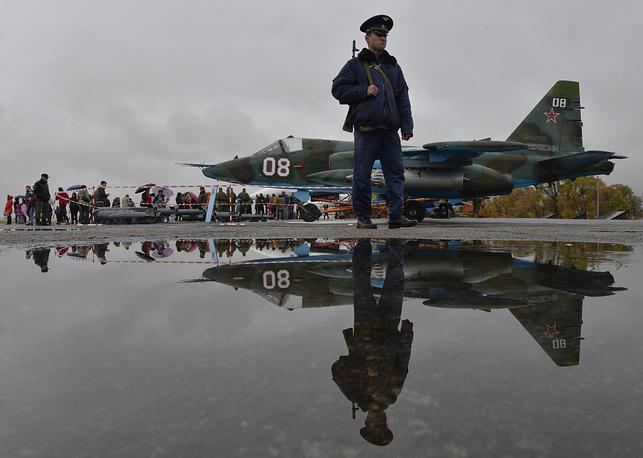 Штурмовик Су-25 на российской авиабазе Кант в Бишкеке, Киргизия.
