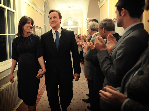 Супруга премьер-министра Великобритании Дэвида Кэмерона - Саманта Шеффилд. В семье родилось четверо детей. Старший сын страдал эпилепсией и церебральным параличом и умер в возрасте семи лет. Младшая дочь родилась в августе 2010 г., когда Кэмерон уже занял пост премьер-министра