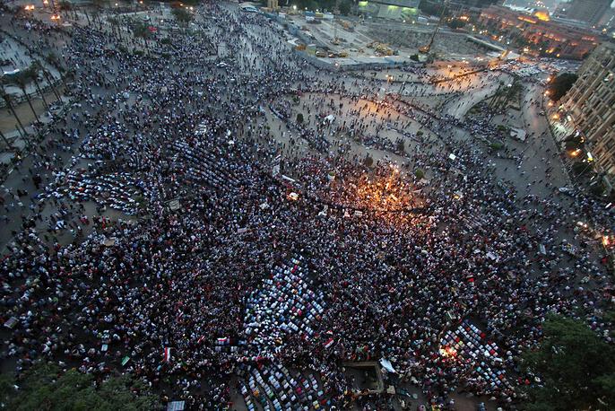 """Суды над Мубараком постоянно приводили к столкновениям между его сторонниками и противниками. В день, когда было объявлено о снятии с экс-президента всех обвинений по делу """"о гибели демонстрантов"""", Египет в очередной раз захлестнула волна протестов, которые привели к новым жертвам"""