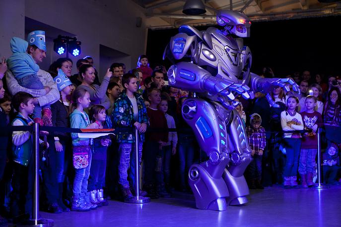 Робот-шоумен Титан сразу стал любимцем публики