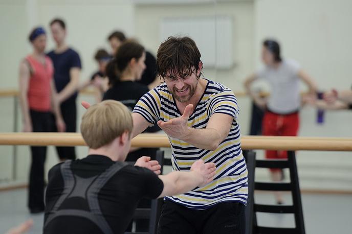 Голландский хореограф Пол Лайтфут проводит кастинг среди танцовщиков балетной труппы Екатеринбургского театра оперы и балета