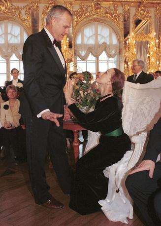 Анатолий Собчак и Майя Плисецкая на балу в Екатерининском дворце города Пушкина, 1997 год