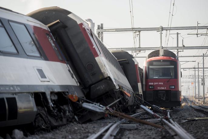 По данным администрации Швейцарских железных дорог, оно возобновится не раньше вечера