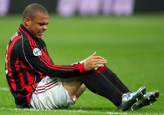 """Сезон-2007/08 был последним для Роналдо в европейском футболе. Во встрече с """"Ливорно"""" бразилец получил серьезную травму; итальянский клуб не стал продлевать с ним соглашение"""