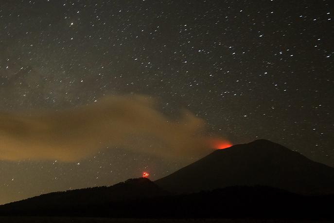 25 февраля вулкан Попокатепетль в окрестностях Мехико выбросил пепел на высоту 4 км. Из-за пепельных осадков временно прекратил работу международный аэропорт в городе Пуэбла, были отменены несколько авиарейсов