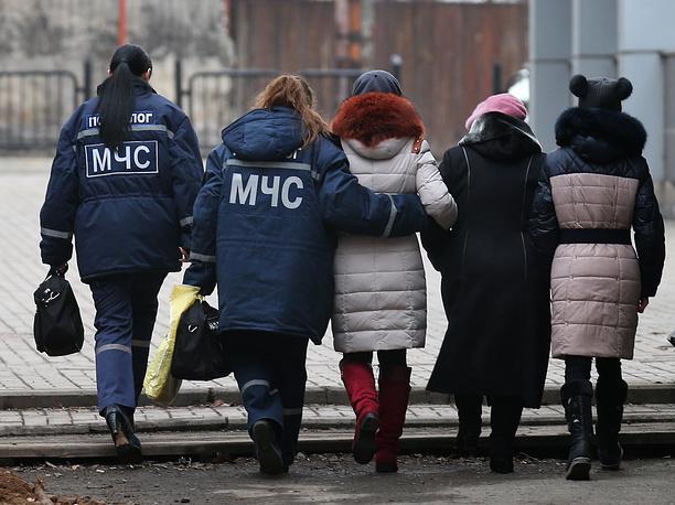 По данным МЧС ДНР, в настоящее время проходит заседание комиссии по чрезвычайным происшествиям, которая решает все вопросы по организации спасательных работ