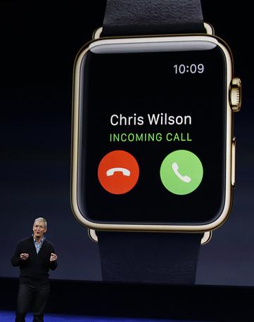 Часы могут принимать звонки и с них можно читать SMS-сообщения
