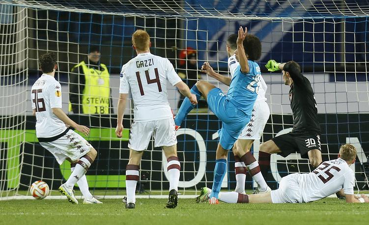 """Бельгийский полузащитник """"Зенита"""" Аксель Витсель открывает счет в матче"""