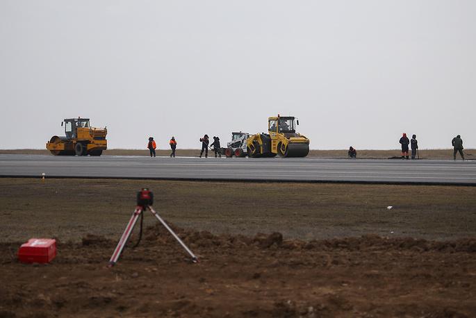 Новая взлетно-посадочная полоса будет увеличена с 2,5 до 2,8 км, ширина с 45 до 49 м, старая ВВП больше эксплуатироваться не будет