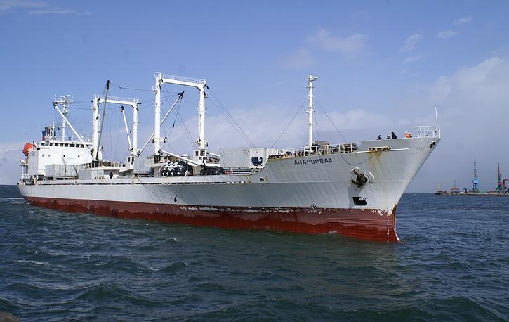 "Часть экипажа на Сахалин доставило судно ""Андромеда"""