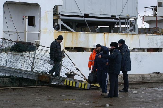 Из доставленных на берег моряков - 37 россиян и 26 иностранных граждан