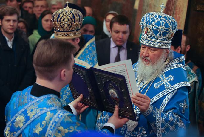 Патриарх Московский и всея Руси Кирилл во время праздничного богослужения в Благовещенском соборе Кремля