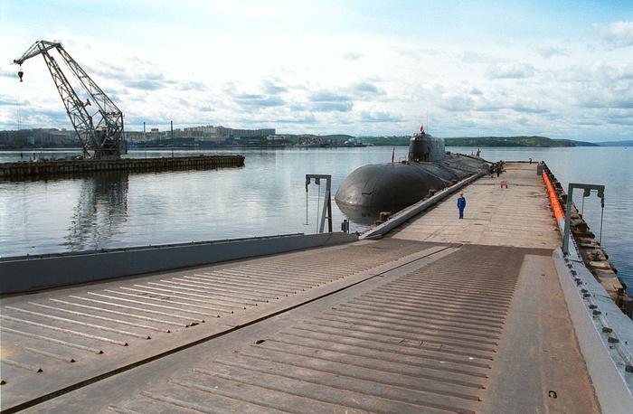 """АПЛ находилась на ремонте с ноября 2013 года, в апреле 2014 года ее поставили в док. На фото АПЛ """"Орел"""" в 2001 году"""