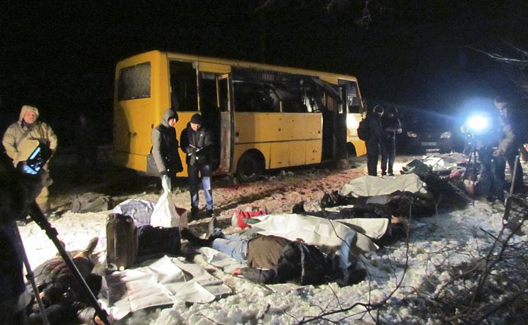 Последствия обстрела автобуса под Волновахой, Донецкая область, январь 2015 года