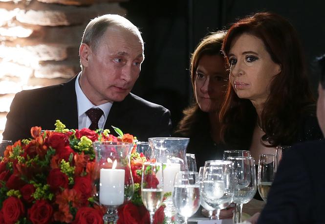 Президент РФ Владимир Путин и Кристина Фернандес де Киршнер во время официального обеда от имени президента Аргентины, Буэнос-Айрес, 2014 год